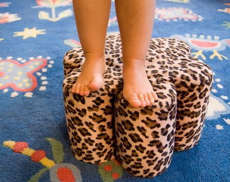 foot stool Made from big juice can        This is what Grandma Custer made!     Not in leopard print though!: Foot Stools Diy, Grand Kids, Kids Step Stools, Footstool, Crafts Diy, Craft Ideas, Diy Projects, Juice Cans, Diy Home Arts Crafts Beauty