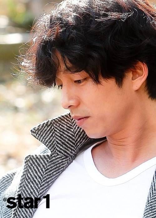 Gong Yoo reveals he's still single and talks about dating and marriage | http://www.allkpop.com/article/2013/12/gong-yoo-reveals-hes-still-single-and-talks-about-dating-and-marriage
