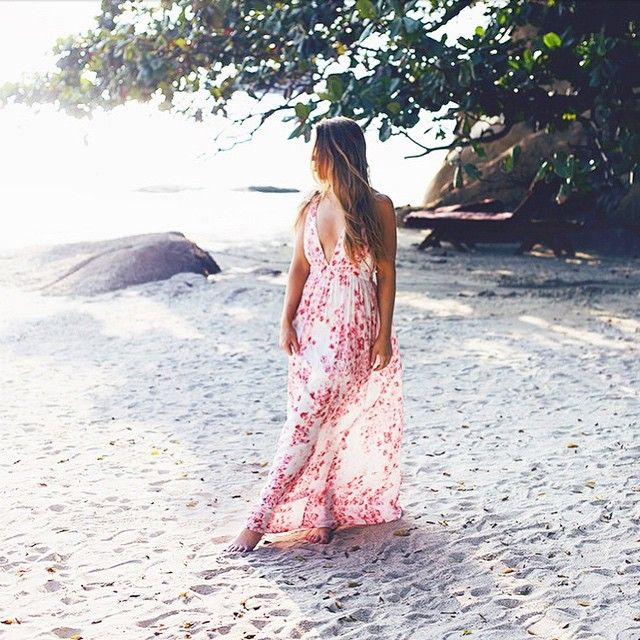 How beautiful! This wonderful dress that @alexadagmar wore on her vacation this winter will be out in stores in April | Gina Tricot #GinaMyWay | www.ginatricot.com | #ginatricot