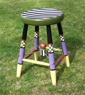 .: Paintings Furniture, Hands Paintings, Painted Furniture, Bad Rabbit, Paintings Stools, Vintage Stools, Bright Side, Rabbit Vintage, Paintings Chairs