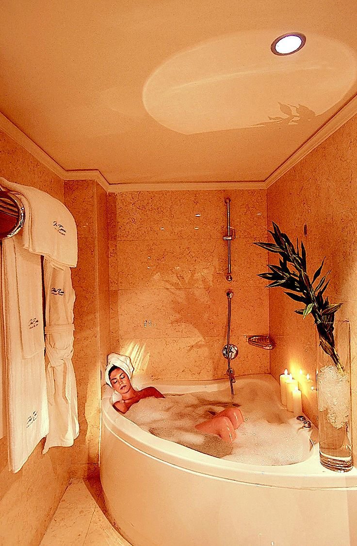 Luxury Suite jacuzzi bathtube