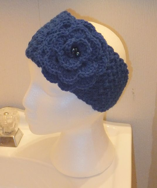 One of the many earwarmers I made for Christmas gifts; really easy & fast.  Free pattern on Ravelry, have fun with it.