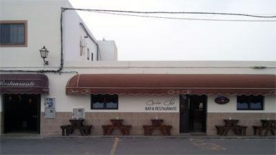 Canela Cafe  Coronel Gonzalez del Hierro, 30 Lajares  Restaurant, bar i a vegades música en directe. Els caps de setmana s'omple de surfistes i locals.