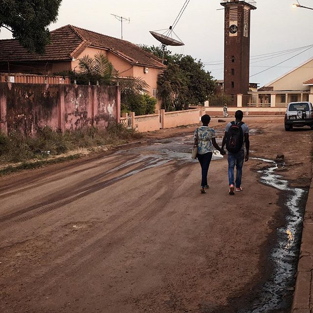 Love street #streetsofbissau #guineabissau #guinebissau #bissau #africa #viagem #streetphoto #streetlife #afternoonlight #streetstyle #dynamicafrica #travelafrica #everydayafrica #travel