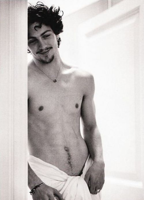 Afternoon eye candy: Aaron Taylor Johnson (24 photos) Harrison doesn't have the facial hair though