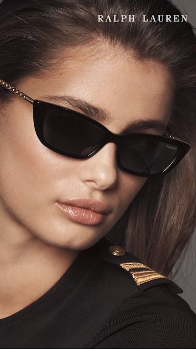 With a modern-meets-vintage look, this new women's collection takes inspiration from Ralph Lauren fine jewelry collection featuring a sophisticated metal chain design on the temples accompanied by an iconic Ralph Lauren signature logo. Sunglasses Ralph Lauren 8173 #ralph #lauren #cateye #black