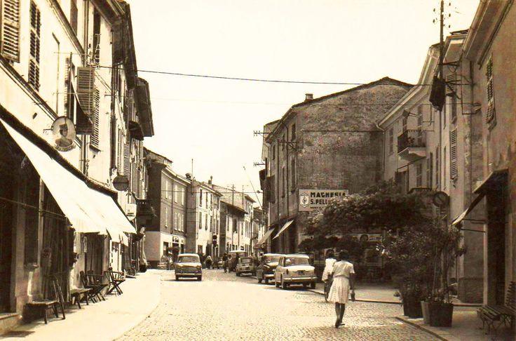 PONTEDELL'OLIO..........VAL NURE....La strada principali in centro paese..foto del 1950