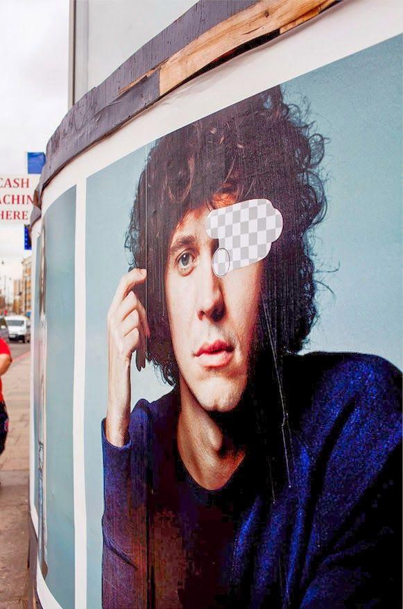 Guus ter Beek and Tayfun Sarier artistic intervention on the streets of London: Street Eraser - La gomma di Photoshop per le strade di Londra, un intervento artistico di Guus ter Beek e Tayfun Sarier - #street #art #streetart #sticker #photoshop #CS #london