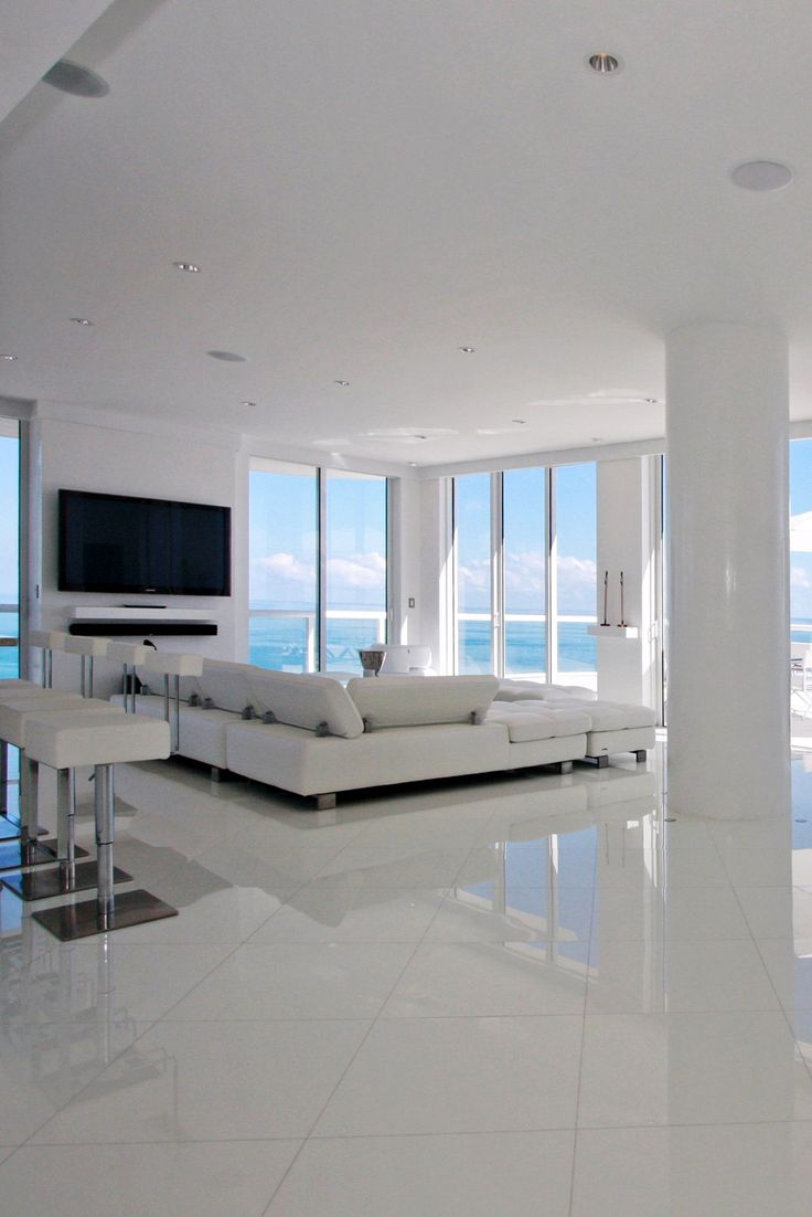 Collins Ave. Penthouse . I love the fact that it has a great ocean view..... Ummmm YES, PLEASE! (:
