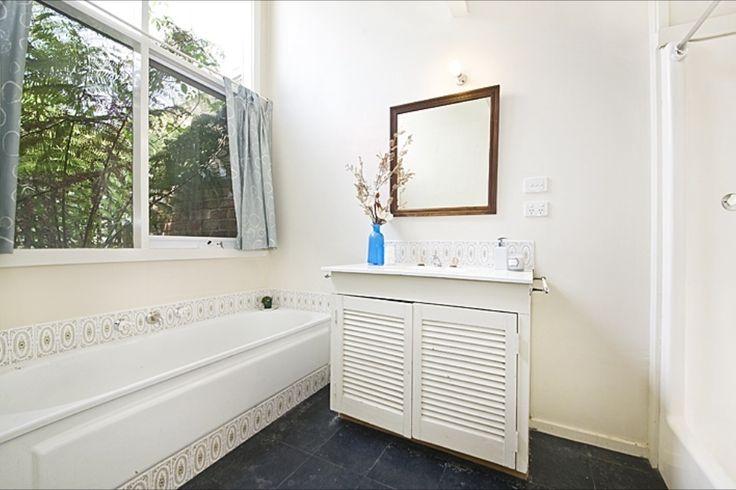 Hobson bathroom