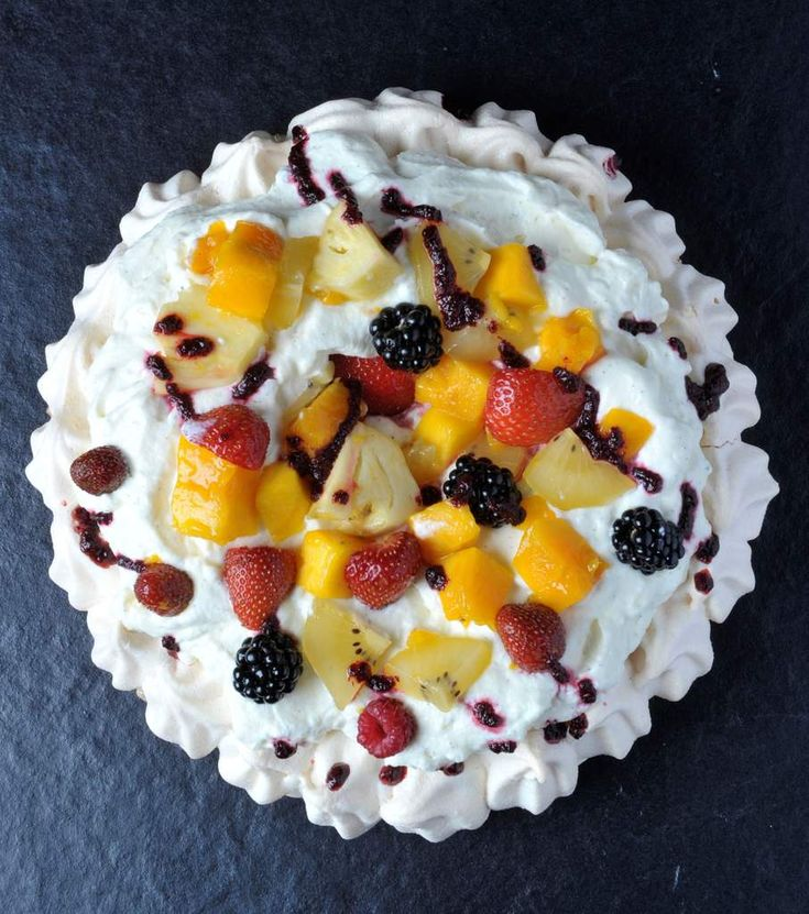 Pavlova - meringue maison, crème vanille et petits fruits