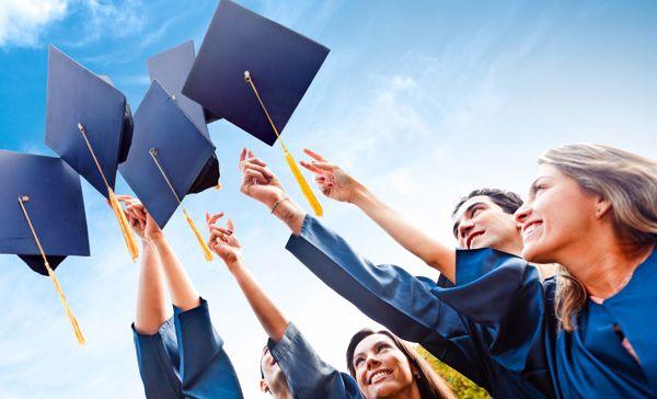 A formatura é um dos momentos mais importantes na vida de uma pessoa. Ela marca o fim de uma fase e o início de uma nova jornada. Seja no ensino médio ou na