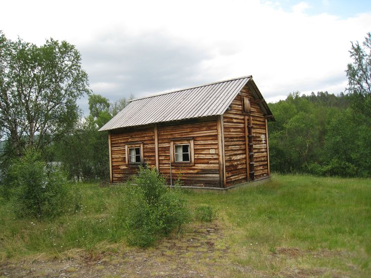 KENESTUPA (1 and 2) - Semi detached cottages, that can accommodate up to 4 people in each. Comes with a kitchenette, fireplace and electric heating, but with no indoor toilet or running water. Prices start from 30€/night/person. Email us at lapiosalmi@saukko.fi for more info!