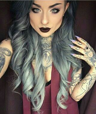 Get this fierce look with our best selling grey/silver extensions  ☝Free delivery worldwide. 100% remy human hair. #longhair