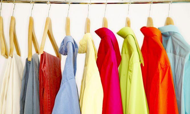 Si tienes montones de ropa vieja y no sabes qué hacer con ellos, presta atención a estos usos diferentes que te permitirán dar una segunda vida a tus prendas. Quizá no los conocías hasta ahora pero verás que pueden ser de lo más útiles. ¡Anótalos! 1. Deposítala en un contenedor para ropa usada Seguramente alrededor …