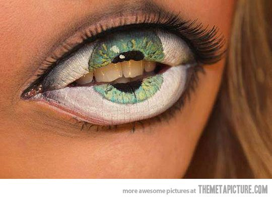 How creepy is this lip art?! would you do it? lipart halloween