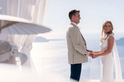 Breathtaking Wedding @ Le Ciel, Santorini  Wedding Photography: Phosart Photography & Cinematography See more:http://photographergreece.com/en/photography/wedding-stories/898-breathtaking-wedding-at-le-ciel,-santorini