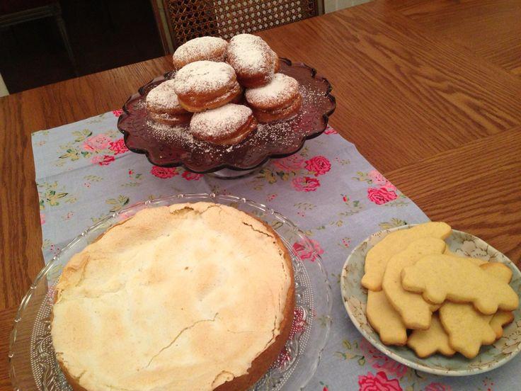 Tarta de ricota, galletitas y donuts