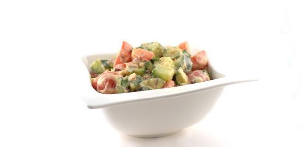 Het salade met witte bonenpuree recept     Over de salade met witte bonenpuree  Deze salade met witte bonenpuree is supersimpel en erg lekker. De witte bonenpuree kun je ook als gezonde dip inzetten met wat losse rauwkost erbij. Ideaal.    Je kunt de witte bonenpuree dus bijvoorbeeld als dip serveren bij stukjes komkommer, wortel, paprika, bloemkool, etc. Ideaal als