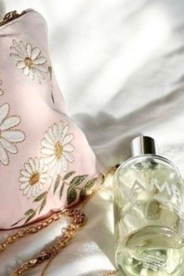 اصنعي بنفسك حقيبة مكياج أنيقة بخطوات بسيطة Makeup Perfume Perfume Bottles