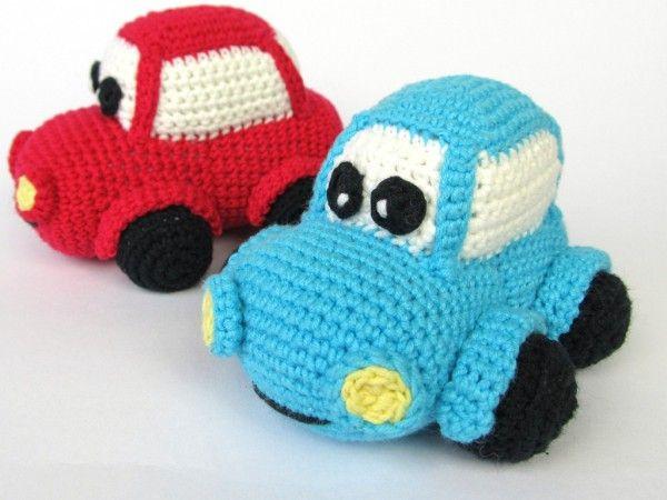 Spielzeug-Auto häkeln: Das gehäkelten Auto mit dem lustigen Gesicht wird Deinem Kind / Enkelkind viel Freude bereiten. Probiers gleich aus mit dem Häkeln.