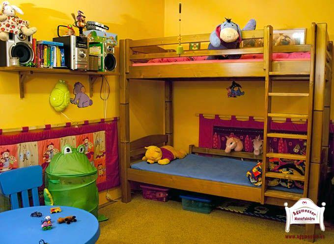 Pontjó emeletes ágy leesésgátlókkal és egyenes létrával