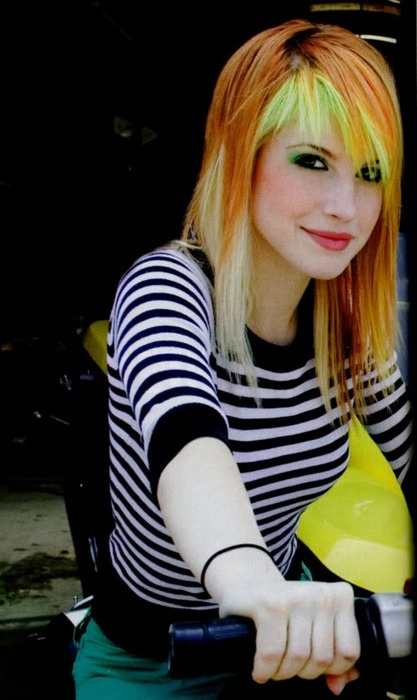 Hayley Williams, I love this picture of her! (Paramore)Hayley Williams, Imaginary Girlfriends, Paramore Boards, Hair Style, Green Hair, Celebri Crushes, Yellow Hair, Hair Colors Design, Colors Hair