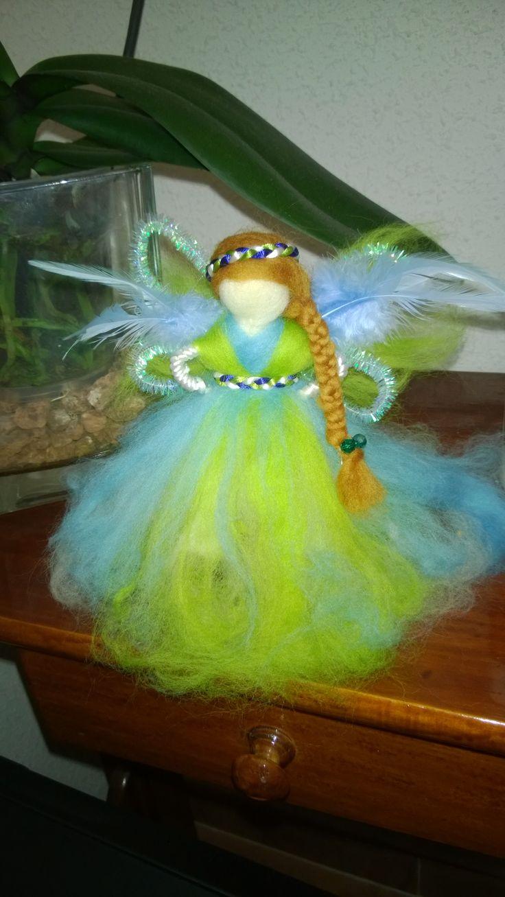 muñeca de lana fieltrada