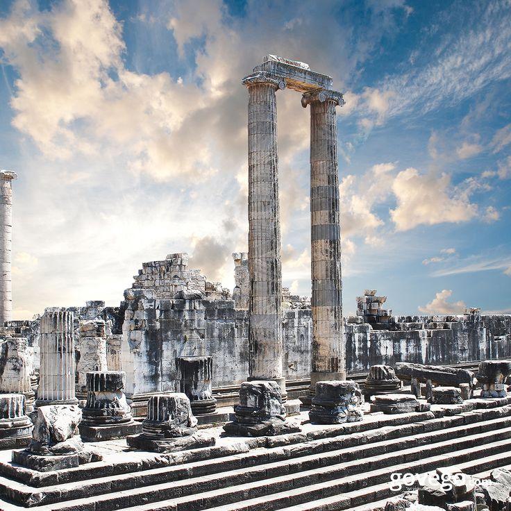 Bergama Antik Kenti'nden günaydın! :) Tarihi milattan öncesine kadar uzanan, hemen her alanda ilklerin yurdu olan Bergama Krallığına ev sahipliği yapmış şehir, tarihsel dokusunun önemi nedeniyle UNESCO Dünya Kültür Mirası Listesi'ne kabul edilmiş.