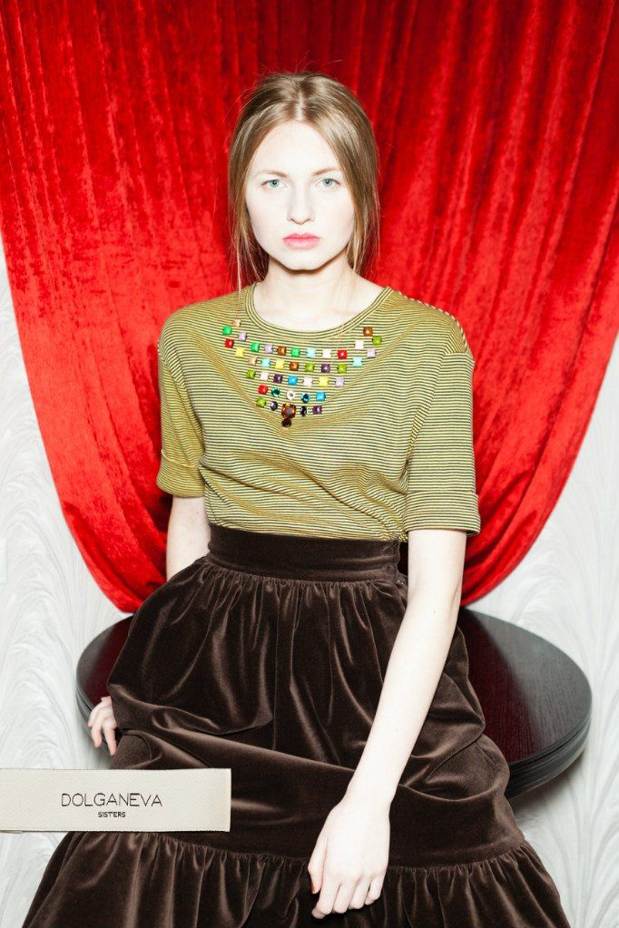 топ, расшитый декором на груди / трикотажное полотно юбка / бархат top, embroidered decoration on the chest / knitted fabric skirt / velvet