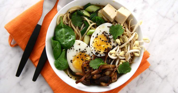 En klassisk ramensoppa i vegetarisk tappning med smaker av sesam, miso och koriander.