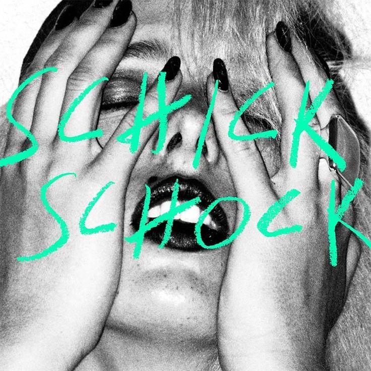 BILDERBUCH – SCHICK SCHOCK . Bilderbuch stammen aus Österreich und mischen Indie, Funk, R'n'B, Pop und Falco. Was sich anstrengend anhört, gelingt der Band auf ihrem neuen Album unglaublich geschmeidig.