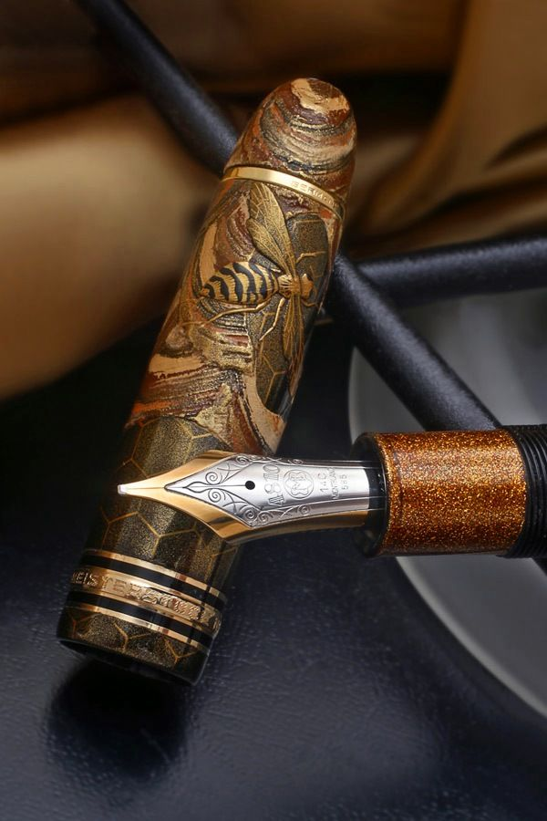 ≗ The Bee's Reverie ≗ carved bee fountain pen by Andreas Lambrou (Mont Blanc149 prototype)