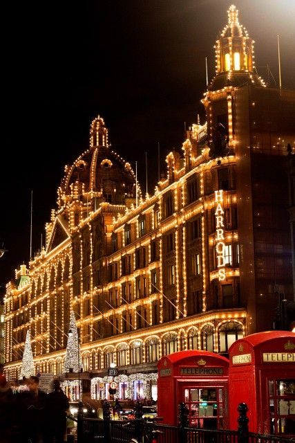 Harrods switched on its Christmas lights last night!!!!