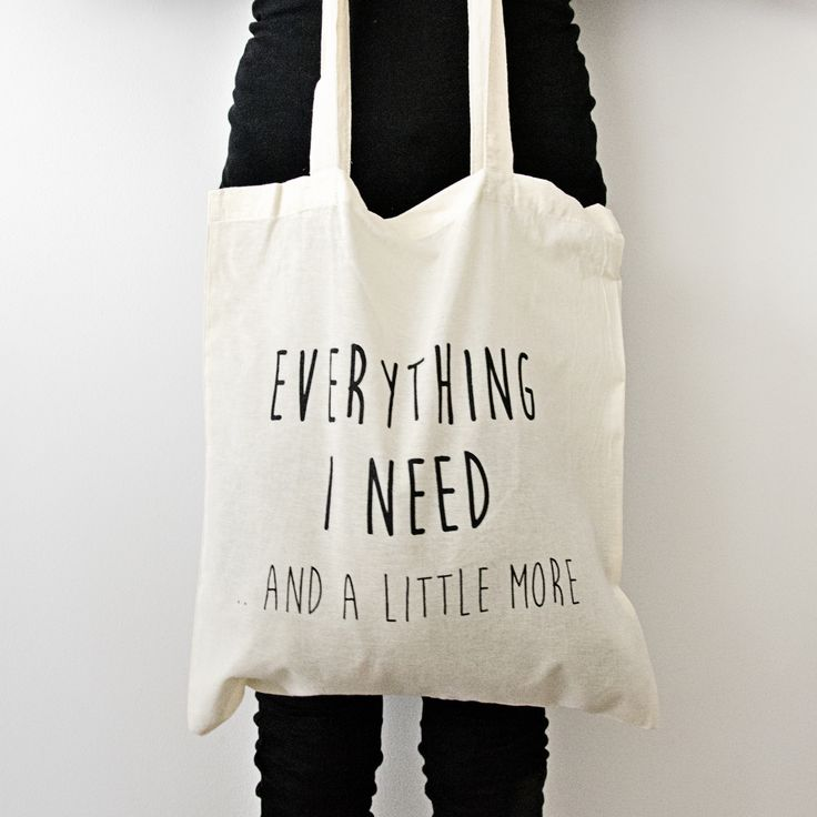 Katoenen tas met de tekst: Everything I need (and a little more)