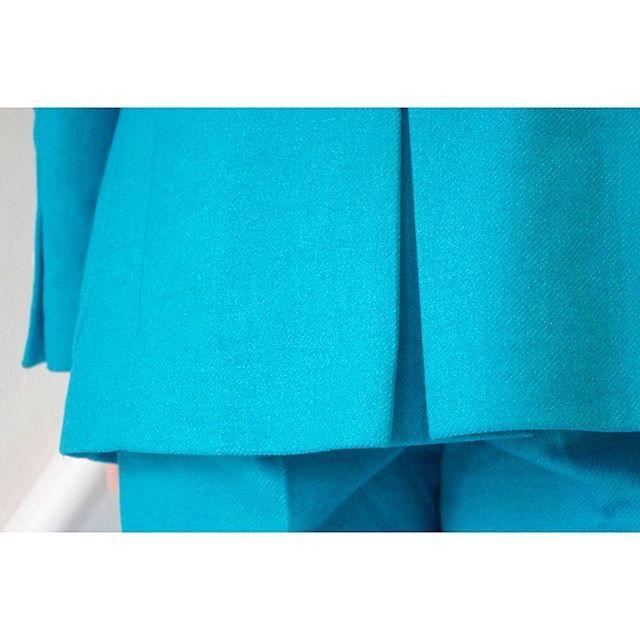 turquoise blue suit.  for women.      #lifestyleorder#meguro#tokyo#andc#instagood#photooftheday#ordersuit#fashion#ordermade#bespoke#suit#jacket#button#collarless#snap    #スナップ#レディーススーツ#スーツ女子#オーダースーツ#オーダーメイド#スーツ#目黒 #レディースファッション#ノーカラー#オーダーメイド#ノーカラースーツ