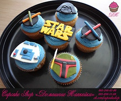 Star Wars cupcakes we wish we could all make. So fun, right?  Apelpi.com Charge With Confidence