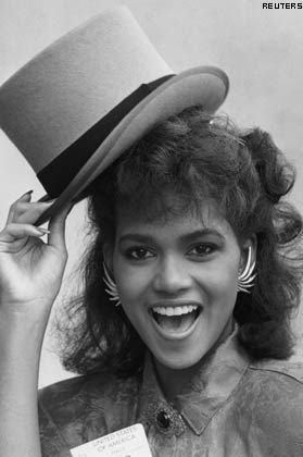 Halle Berry tips a hat in London November 4, 1986.