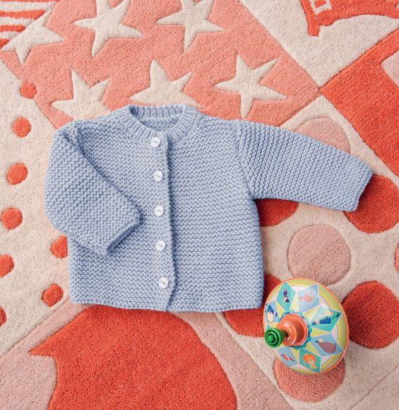 Sobre et chic, le modèle du gilet point mousse de bébé est finement boutonné de 1 à 5 boutons en fonction de la taille. Tricoté en' Laine PARTNER 6' ce gilet sera parfait de la naissance au 18 mois de bébé. Modèle tricot n°12 du catalogue N° 112 : Bébés et enfants - Automne/Hiver 2014