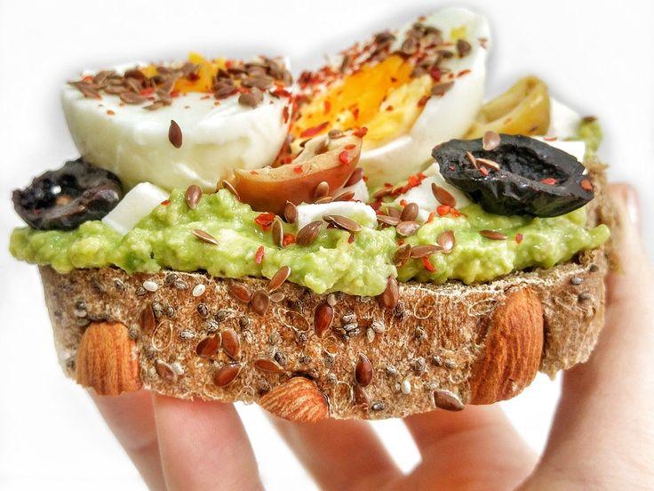 Avokado Soslu Yumurtalı Tost Tarifi   Mutfak İnsanları