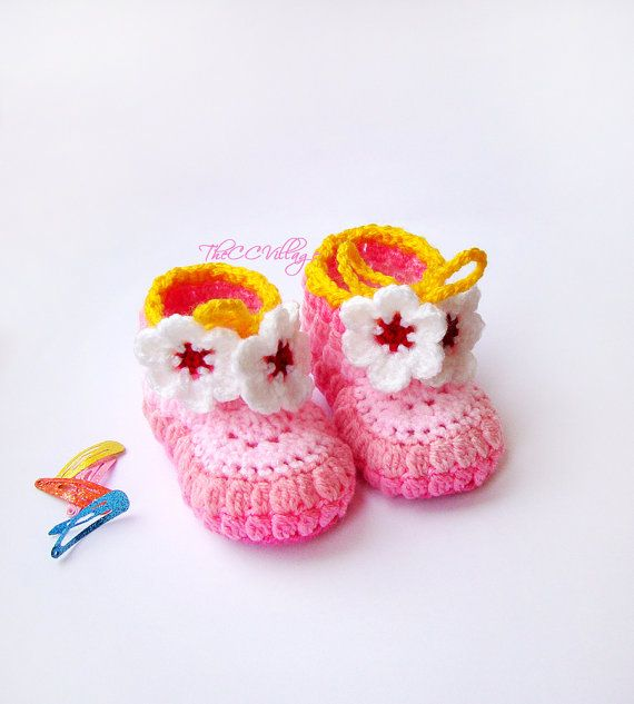 Pink crochet baby booties, baby girl booties, shoes with white flower