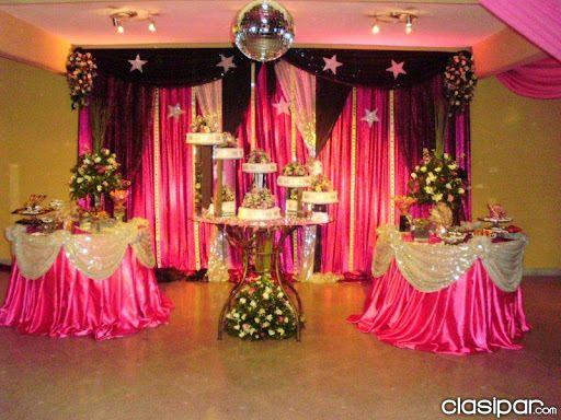 Decoracion y ornamentacion de fiestas buscar con google for Arreglos de salon para xv