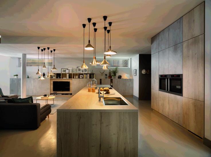 Cette année, la marque française Schmidt signe une collection éclectique et fonctionnelle pour que la cuisine soit au cœur de l'habitat. La pièce d...