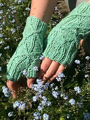 Ravelry: Runner Bean Mitts pattern by Miranda Jollie