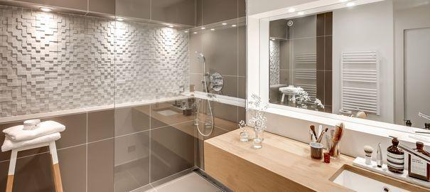 Les 25 meilleures id es de la cat gorie modele douche for Modele salle de bain italienne