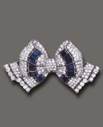 Spilla Art Deco in oro bianco, zaffiri e diamanti di Tiffany & Co
