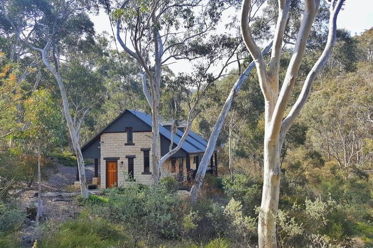 Entire home/apt in Kanimbla, AU. Welcome to our Secret Valley :)  The Artist's Lodge is a gorgeous 2 storey cottage overlooking Blackheath Creek, in the midst of a beautiful 200 acre bushland retreat in the Blue Mountains. It was built with handmade mudbrick and reclaimed wood fr...