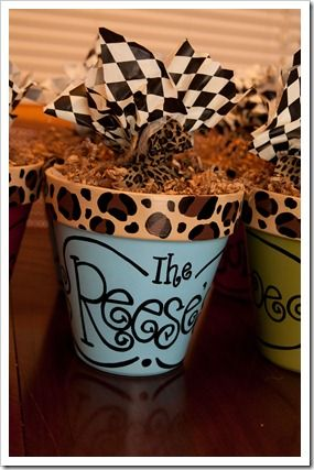 Cookies in a personalized terracotta pot: Teacher Gifts, Terracotta Can, Gifts Ideas, Flowers Pots, Friends Gifts, Pots Crafts, Cookies Gifts, Leopards Prints, Personalized Terracotta