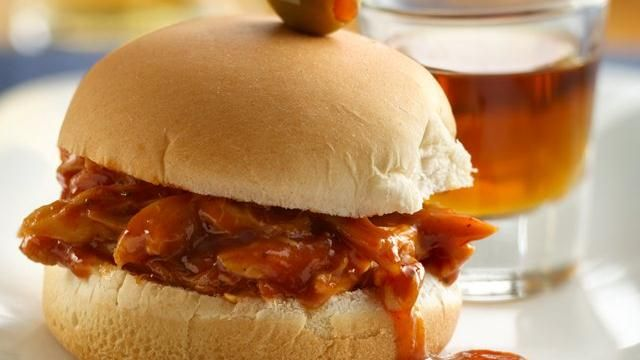 Whiskey and Beer BBQ Chicken Sliders Recipe: Whiskey, Chicken Sliders, Bbq Chicken, Dinners, Yummy, Cooking, Sliders Recipes, Beer Bbq, Parties Food