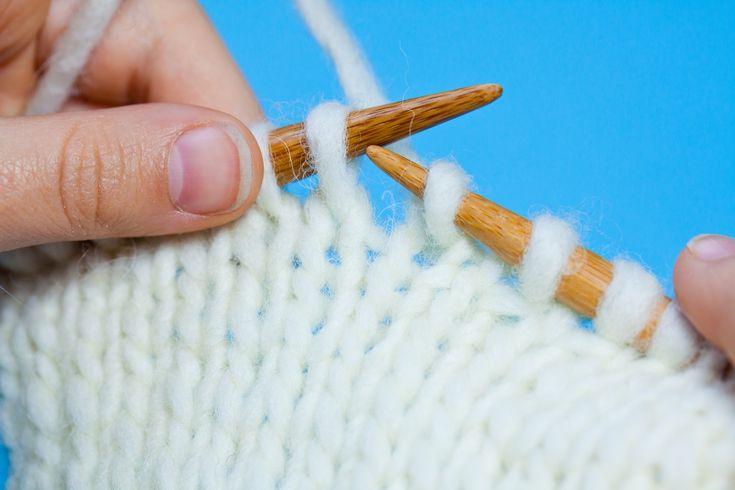 Stricken lernen Schritt für Schritt: Glatt rechts stricken - kinitti.de